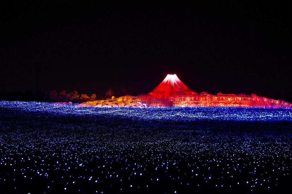 Các màn ánh sáng rực rỡ đẹp lung linh công viên Nabana no Sato