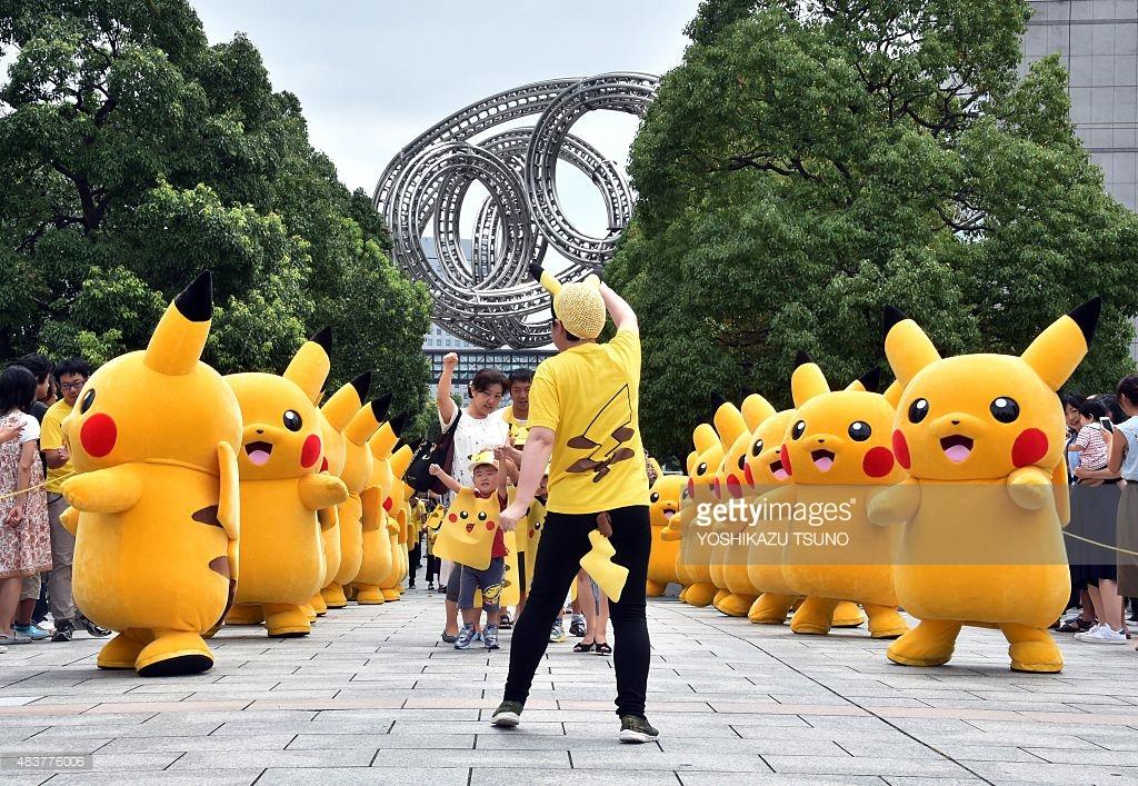 Mascot Pikachu diễu hành