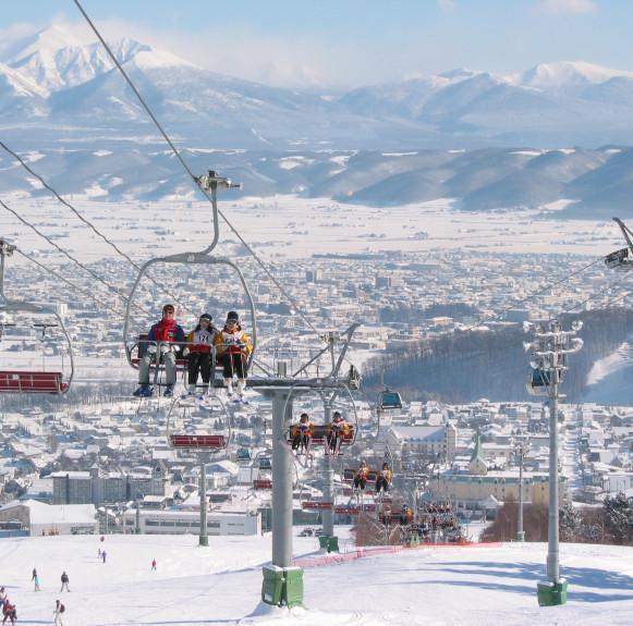 Chơi đã đời với những khu trượt tuyết nổi tiếng Nhật Bản