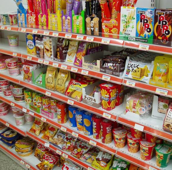 Các chuỗi cửa hàng tiện lợi tại Nhật Bản và các loại thẻ tích điểm