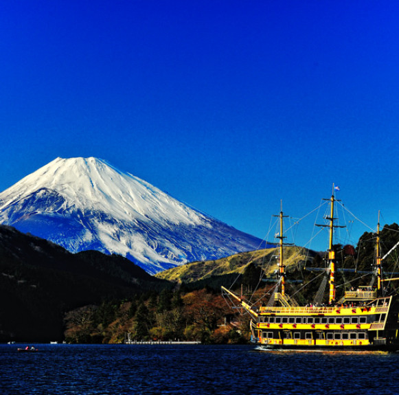 Vẻ đẹp của hồ Ashi mùa xuân
