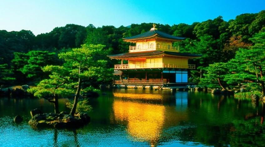 Được phủ kín bằng lá vàng ròng, Kim Các Tự là điểm đến nổi tiếng bậc nhất Kyoto.