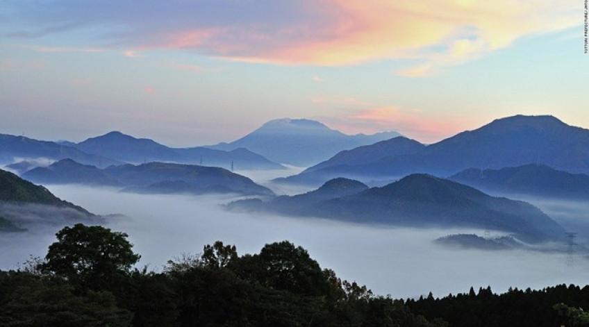 Ngọn núi cao 1.709 m này được coi là chốn thiên liên từ thời Jomon và Tayori. Việc leo lên đây bị cấm cho tới tận thời Edo cách đây 200 năm.